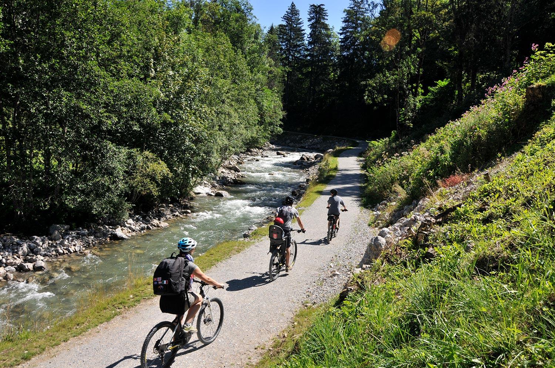 Vélo dans le village d'Abondance